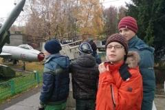 ребята-в-восторге-от-парка-военной-техники