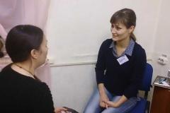 Жене не трудно играть роль понимающей мамы))